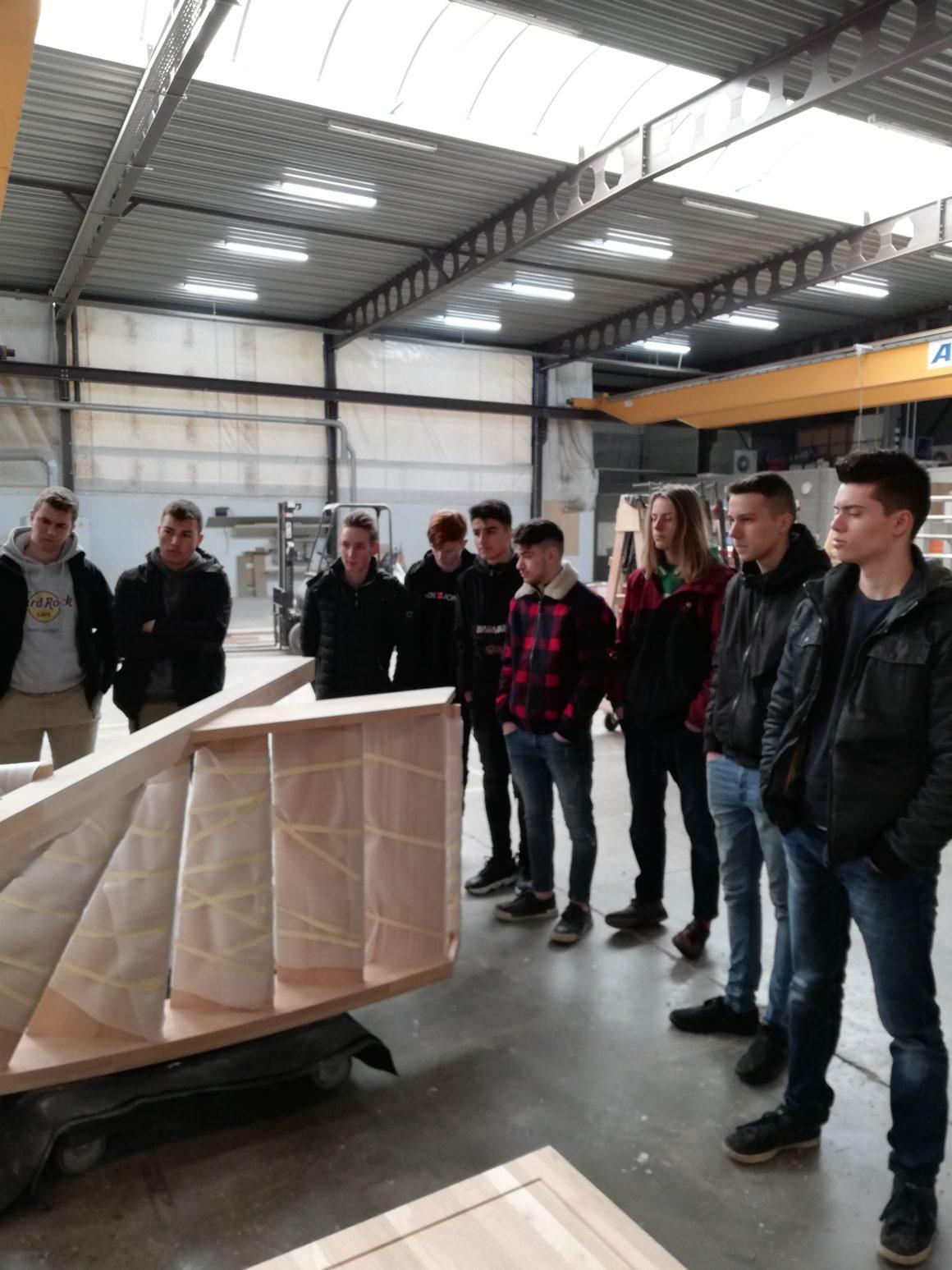 Leerlingen van 5 houttechnieken op bezoek bij Ruiz Trappen